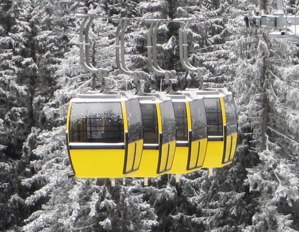 Gondolas in Braunwald