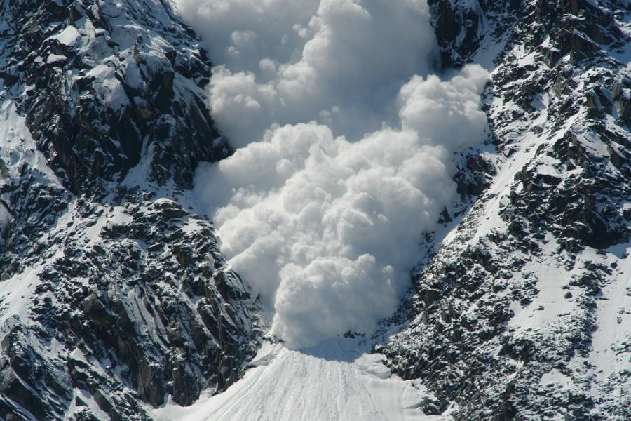 high avalanche risk continues