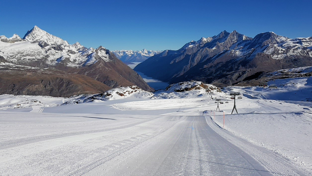 Empty slopes above Trockener Steg in Zermatt