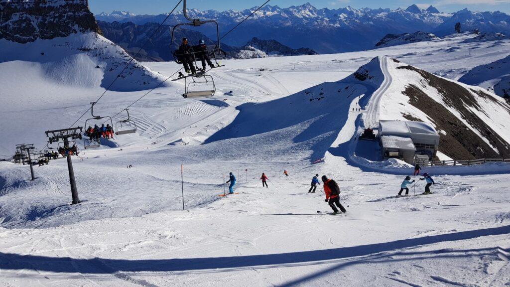 Ski runs and cross-country on the glacier at Glacier3000